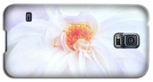 Here Comes The Bride - A Beautiful White Dahlia Galaxy S5 Case