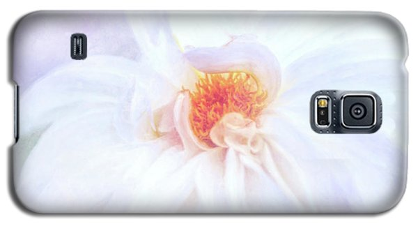 Here Comes The Bride - A Beautiful White Dahlia Galaxy S5 Case