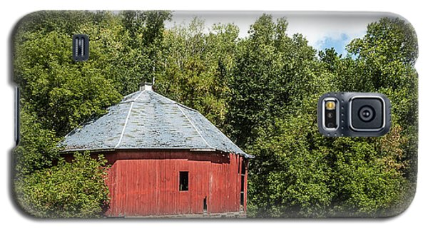 Galaxy S5 Case featuring the photograph Hexagon Barn by Dan Traun