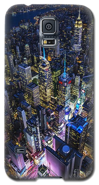 Galaxy S5 Case featuring the photograph High Above The City by Roman Kurywczak