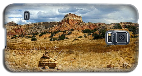Galaxy S5 Case featuring the photograph Hiking Ghost Ranch New Mexico by Kurt Van Wagner