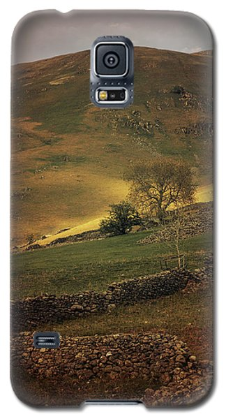 Hills Of Scotland At The Sunset Galaxy S5 Case by Jaroslaw Blaminsky