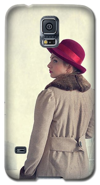 Historical Woman In An Overcoat And Red Hat Galaxy S5 Case by Lee Avison