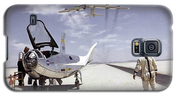 Hl-10 On Lakebed With B-52 Flyby Galaxy S5 Case