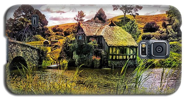 Galaxy S5 Case featuring the photograph Hobbiton Mill And Bridge by Kathy Kelly