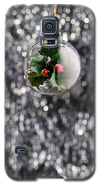 Galaxy S5 Case featuring the photograph Holly Christmas Bauble  by Ulrich Schade