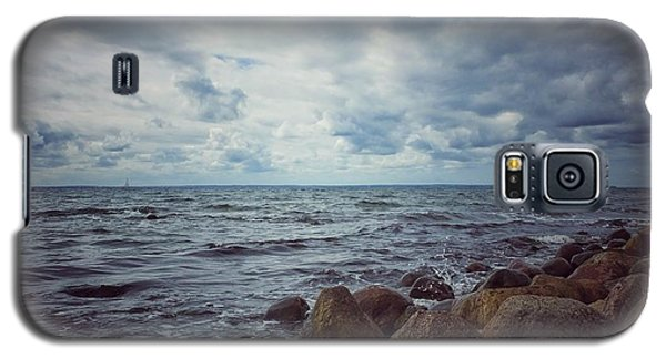 Galaxy S5 Case featuring the photograph Horizon by Karen Stahlros