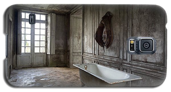 Horseback Rider Bath Tub - Urban Exploration Galaxy S5 Case by Dirk Ercken