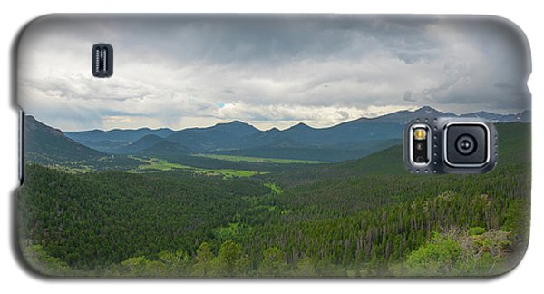 Galaxy S5 Case featuring the photograph Horseshoe Park From Rainbow Curve 2 by Tom Potter