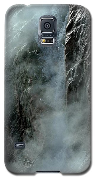 Hot Water Into Cold Makes Steam Galaxy S5 Case