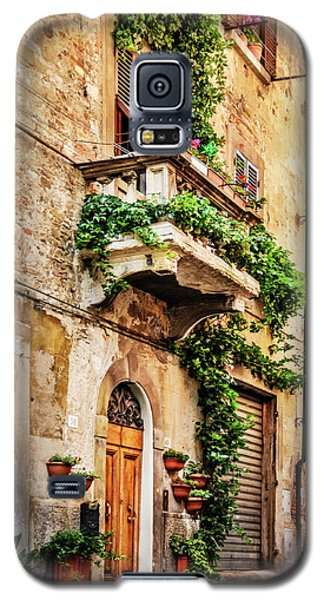 Galaxy S5 Case featuring the photograph House In Arezzoo, Italy by Marion McCristall