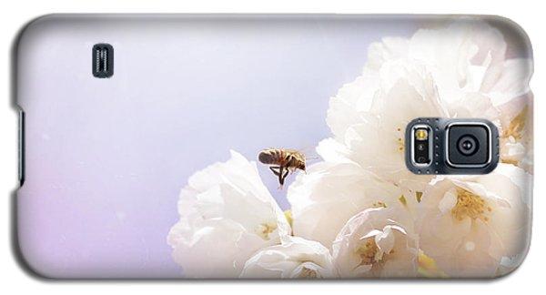 Hovering Bee Galaxy S5 Case