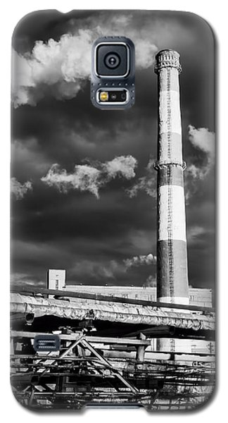 Huge Industrial Chimney And Smoke In Black And White Galaxy S5 Case