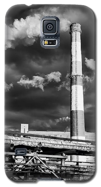 Huge Industrial Chimney And Smoke In Black And White Galaxy S5 Case by John Williams