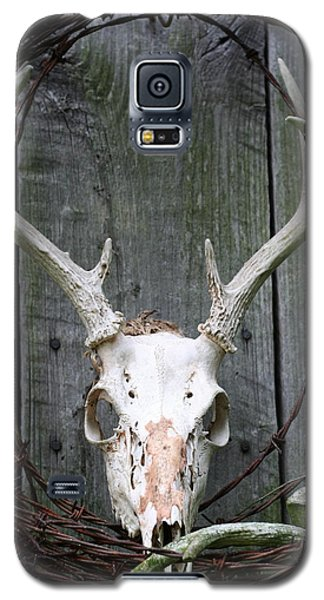 Galaxy S5 Case featuring the photograph Hunters Wreath by Diane Merkle