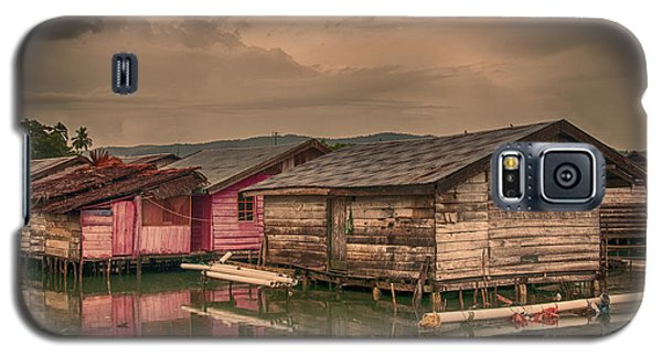Galaxy S5 Case featuring the photograph Huts In South Sulawesi by Charuhas Images