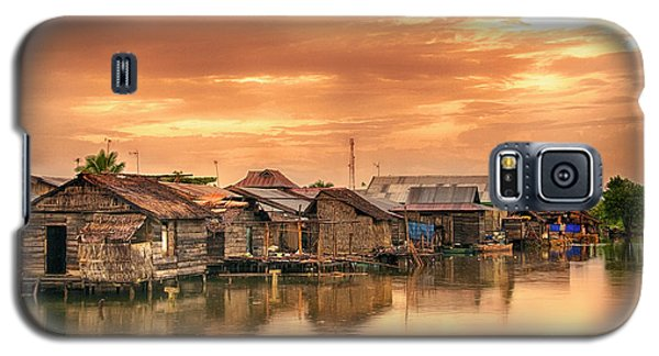 Galaxy S5 Case featuring the photograph Huts On Water by Charuhas Images