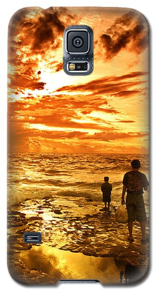 I Am Not Alone Galaxy S5 Case by Charuhas Images