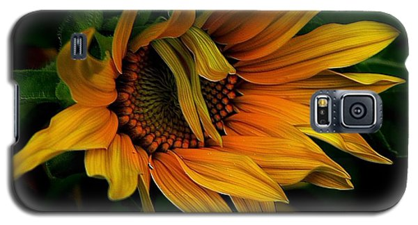Galaxy S5 Case featuring the photograph I Need A Comb by Elfriede Fulda