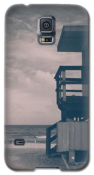Galaxy S5 Case featuring the photograph I Was Checkin' On The Surfin' Scene by Yvette Van Teeffelen