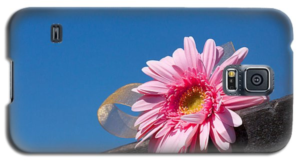 Galaxy S5 Case featuring the photograph I Will Never Forget You by Lora Lee Chapman