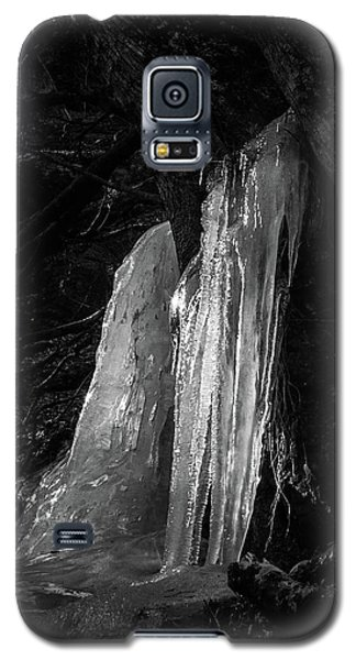 Galaxy S5 Case featuring the photograph Icicle Of The Forest by Tatsuya Atarashi