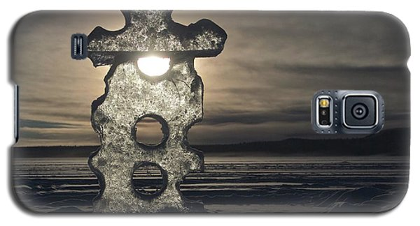 Galaxy S5 Case featuring the photograph Ice Sculpter by Scott Holmes