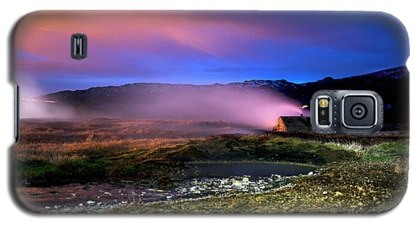 Galaxy S5 Case featuring the photograph Icelandic Geyser At Night by Dubi Roman