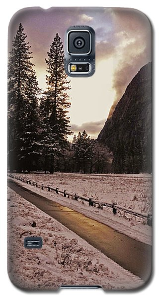 In Between Snow Falls Galaxy S5 Case by Walter Fahmy