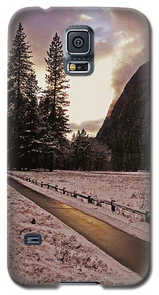In Between Snow Falls Galaxy S5 Case