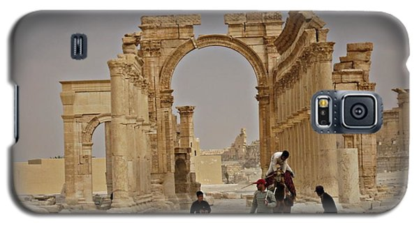 Galaxy S5 Case featuring the photograph In Old Palmyra by Cendrine Marrouat