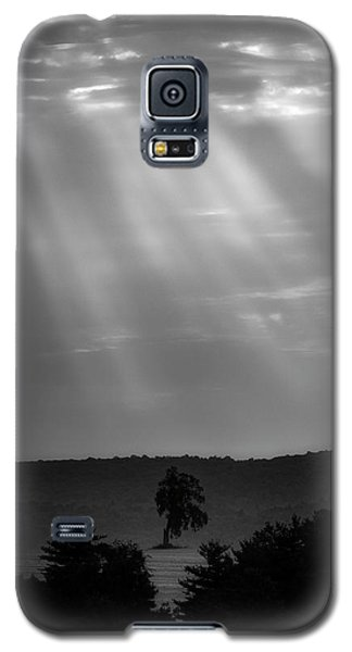 Galaxy S5 Case featuring the photograph In The Spotlight by Bill Wakeley