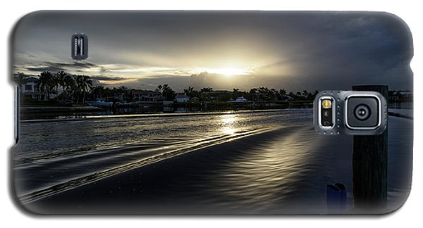 Galaxy S5 Case featuring the photograph In The Wake Zone by Laura Fasulo