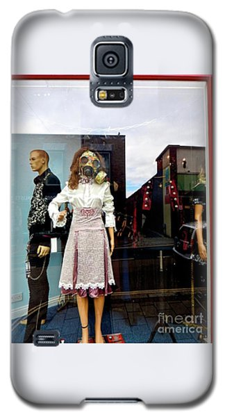 In The Window  Galaxy S5 Case by Gary Bridger