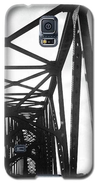Galaxy S5 Case featuring the photograph Indefinite Sight Bw by Jamie Lynn