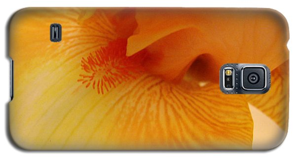 Galaxy S5 Case featuring the digital art Inner Iris, Yellow, Close-up by Jana Russon