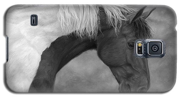 White Horse Galaxy S5 Case - Intrigued - Black And White by Lucie Bilodeau