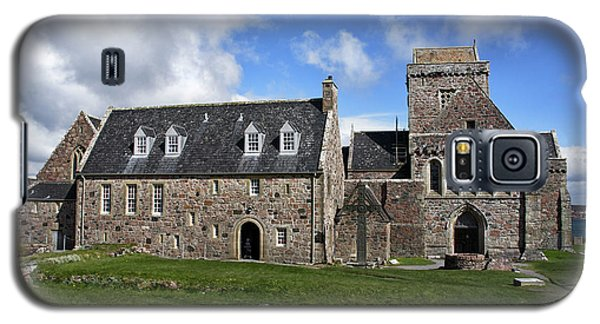 Galaxy S5 Case featuring the photograph Iona Abbey Scotland by Jacqi Elmslie