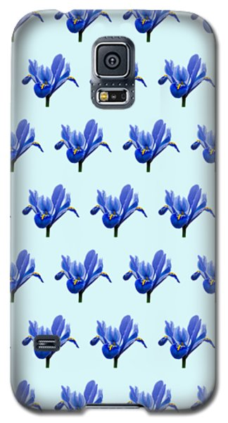 Galaxy S5 Case featuring the photograph Iris Recticulata-2 by Paul Gulliver