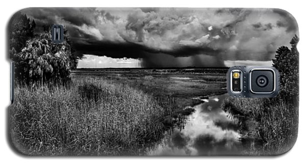 Isolated Shower - Bw Galaxy S5 Case