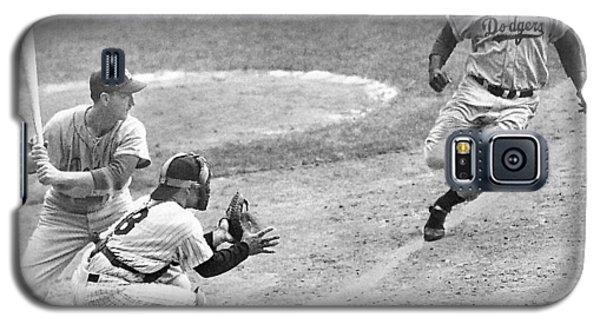 Jackie Robinson Stealing Home Yogi Berra Catcher In 1st Game 1955 World Series Galaxy S5 Case