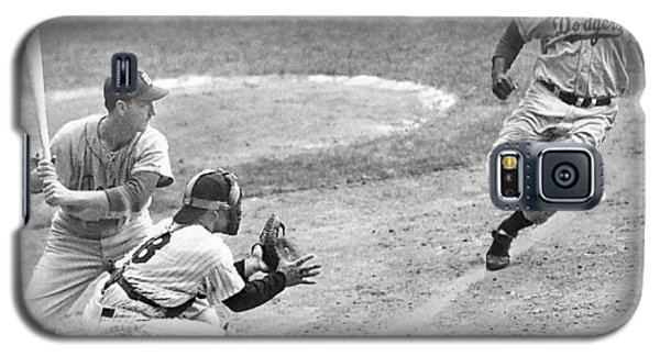 Jackie Robinson Stealing Home Yogi Berra Catcher In 1st Game 1955 World Series Galaxy S5 Case