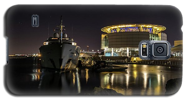 Galaxy S5 Case featuring the photograph Jamaica Bay At Discovery World by Randy Scherkenbach