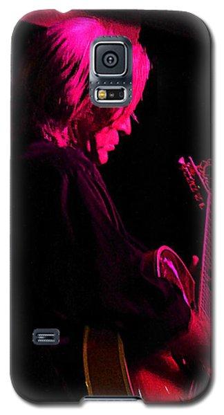 Galaxy S5 Case featuring the photograph Jazz Guitarist by Lori Seaman
