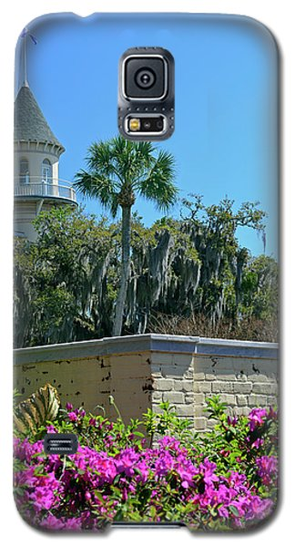 Galaxy S5 Case featuring the photograph Jekyll Island Club Hotel And Azaleas by Bruce Gourley