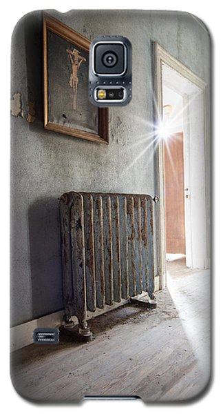 Jesus Above The Heater - Abandoned Building Galaxy S5 Case by Dirk Ercken