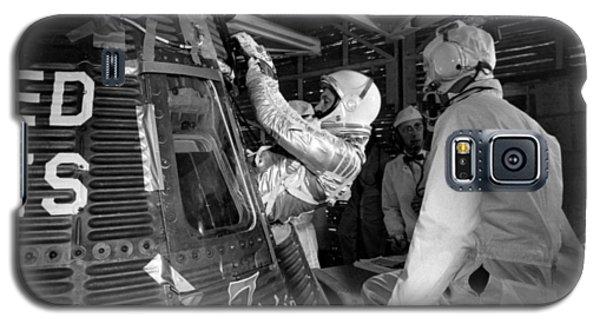Astronauts Galaxy S5 Case - John Glenn Entering Friendship 7 Spacecraft by War Is Hell Store