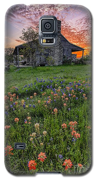 John P Coles Cabin And Spring Wildflowers At Independence - Old Baylor Park Brenham Texas Galaxy S5 Case