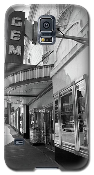 Galaxy S5 Case featuring the photograph Kansas City - Gem Theater 2 Bw  by Frank Romeo