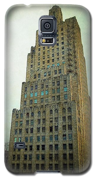 Galaxy S5 Case featuring the photograph Kansas City Gotham by Glenn McCarthy Art and Photography